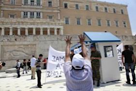 8 στους 10  Έλληνες βλέπουν «μαύρο» το μέλλον της χώρας