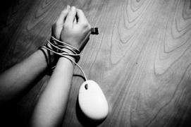 Κίνδυνοι για τους νέους που…ξαγρυπνούν στο διαδίκτυο