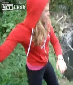 Πέτα τα κουτάβια στο ποτάμι…