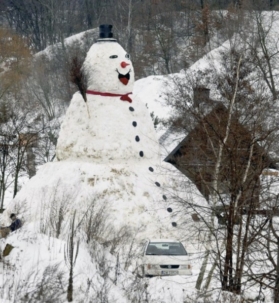 Γιγάντιος χιονάνθρωπος στην Πολωνία!
