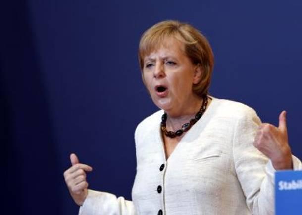 Απειλές Μέρκελ για ευρωζώνη