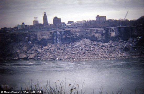 ΔΕΙΤΕ: Οι καταρράκτες του Νιαγάρα στέρεψαν;