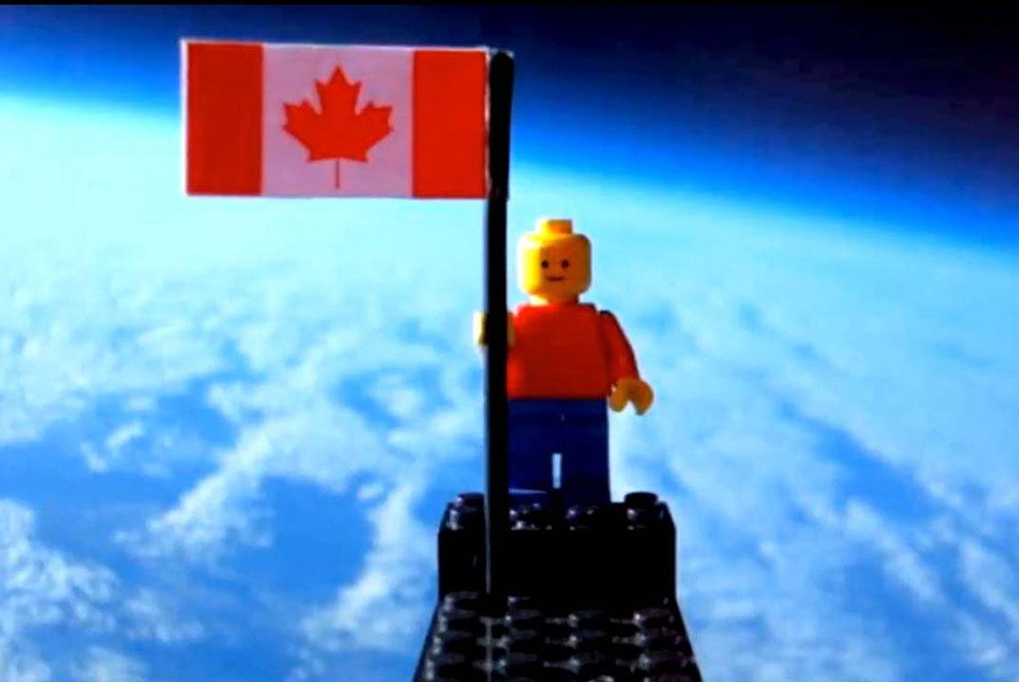 Νεαροί Από Τον Καναδά Εκτόξευσαν Τον Πρώτο Lego Ναύτη Στο Διάστημα