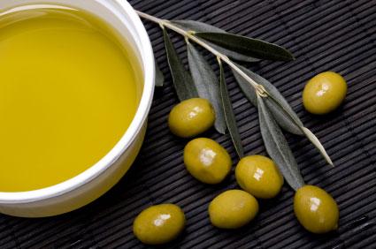 http://rethemnosnews.gr/wp-content/uploads/2012/01/olive-oil-lge.jpg