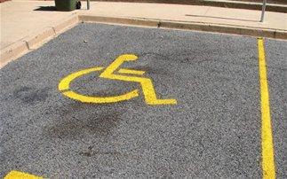 Σύστημα θα ανακαλύπτει όσους παρκάρουν παράνομα σε θέσεις αναπήρων