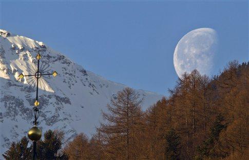 Νέα στοιχεία θέτουν σε αμφισβήτηση την «παραδοσιακή» θεωρία δημιουργίας της Σελήνης