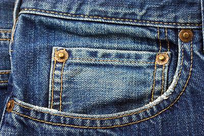 Αναρωτηθήκατε ποτέ σε τι τελικά χρησιμεύει αυτή η μικρή τσέπη  Η τσέπη αυτή  φτιάχτηκε τα παλιά χρόνια για να μπαίνουν τα ρολόγια με ... de390f3ef83