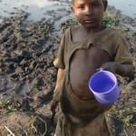 Ουγκάντα, 2012. Το μέρος από όπου πίνουν νερό τα παιδιά του χωριού.