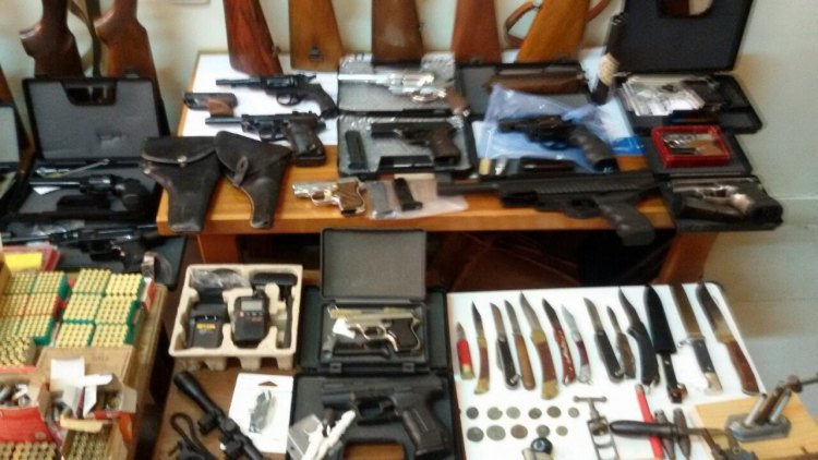 Πέτυχαν διάνα με το κύκλωμα διακίνησης όπλων – Έρευνες και συλλήψεις και στην Κρήτη