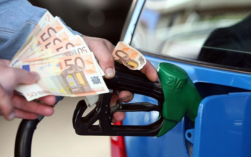 """Το υπουργείο σκέφτεται πλαφόν στις τιμές των καυσίμων αν υπάρξει """"έκρηξη"""" τιμών"""