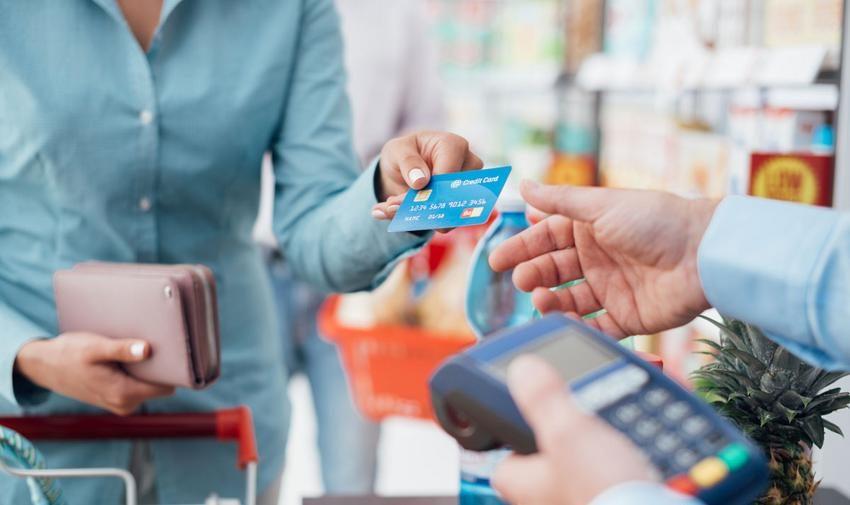 Πάνω από 22 δισ. ο τζίρος με «πλαστικό» χρήμα