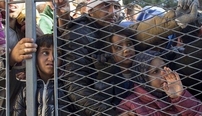 Η Ουγγαρία αψηφά την ΕΕ και επαναφέρει την φυλάκιση μεταναστών