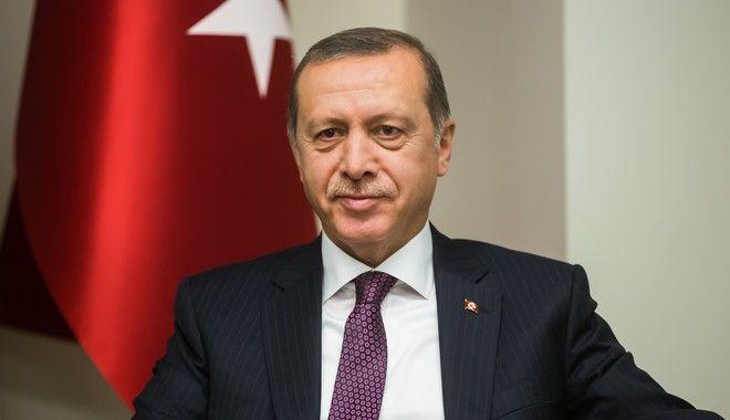 Τουρκία: Εγκρίθηκε το νέο Σύνταγμα. Καταργείται ο πρωθυπουργός