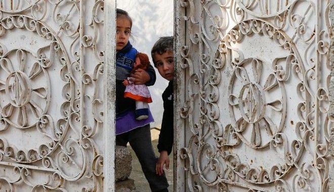 Περίπου 350.000 παιδιά έχουν εγκλωβιστεί στη δυτική Μοσούλη