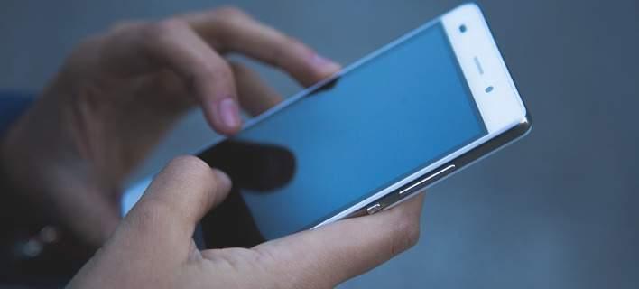 Ερευνα: Ενας στους δύο χρησιμοποιεί το κινητό μόνο για κλήσεις και SMS
