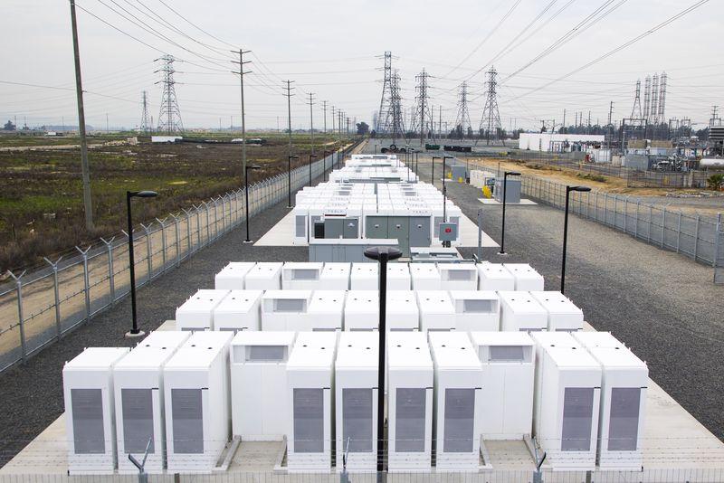 Εκατομμύρια μπαταρίες της Tesla παρέχουν ηλεκτρική ενέργεια σε χιλιάδες σπίτια του Los Angeles