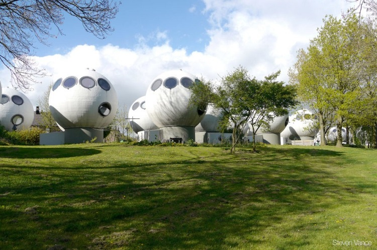Γειτονιά στην Ολλανδία μοιάζει βγαλμένη από ταινία επιστημονικής φαντασίας