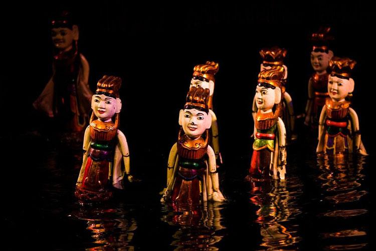 Εντυπωσιακό κουκλοθέατρο του Βιετνάμ που παίζεται στο νερό!