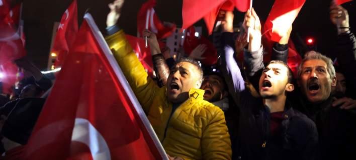 Η Αυστρία προειδοποιεί: Μπορεί να υπάρξει ανά πάσα στιγμή απαγόρευση εξόδου από την Τουρκία
