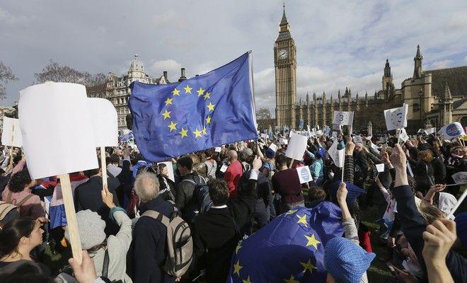 Brexit: Αρχίζουν να το μετανιώνουν οι Βρετανοί
