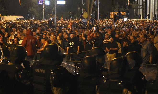 Διαδήλωση υποστηρικτών του Γκρουέφσκι στο κέντρο των Σκοπίων