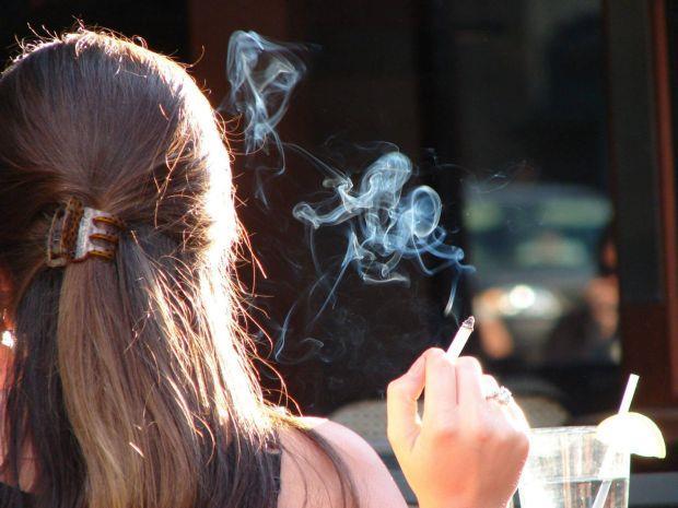 Κρήτη: Αντι για βιβλίο τσιγάρο στο χέρι από τα 12 οι μαθητές