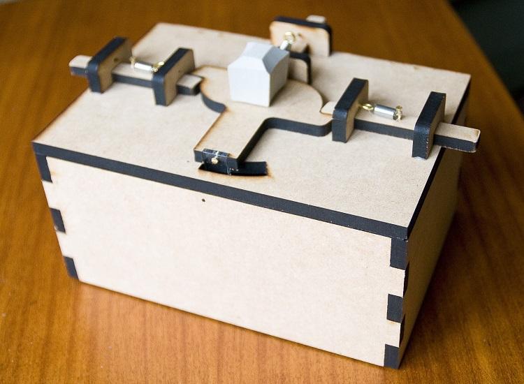 Κουτί μπισκότων χρειάζεται 2 άτομα για να ανοίξει!