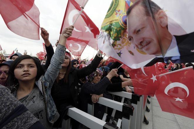 Ανώτατο Εκλογικό Συμβούλιο Τουρκίας: Καμία νοθεία. Έγκυρο το δημοψήφισμα