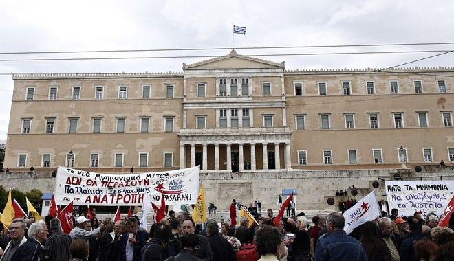 Γενική απεργία ΓΣΕΕ – ΑΔΕΔΥ: 'Παραλύουν' την Τετάρτη δημόσιος και ιδιωτικός τομέας
