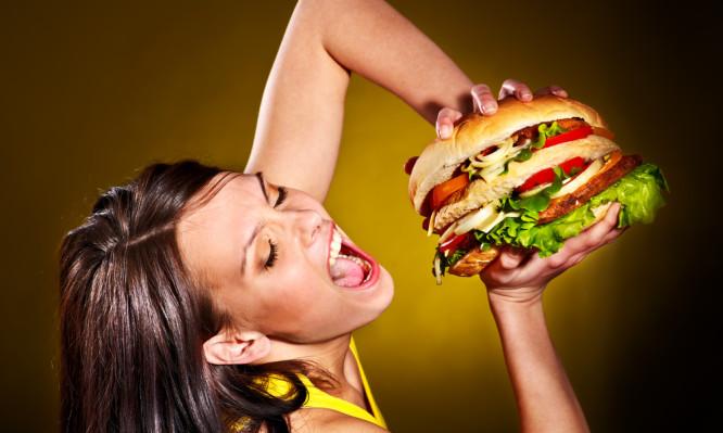 Τέσσερα μυστικά για να μην πάρετε όλες τις θερμίδες από ένα μεγάλο γεύμα