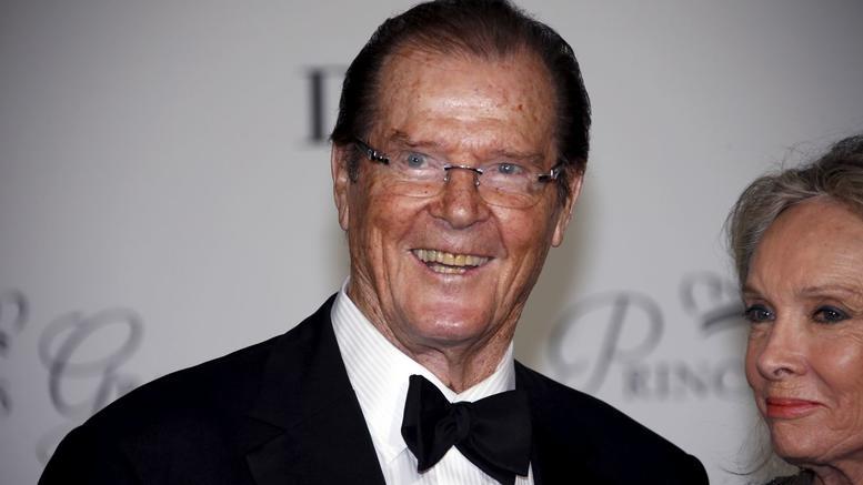 Πέθανε ο βρετανός ηθοποιός Ρότζερ Μουρ σε ηλικία 89 ετών