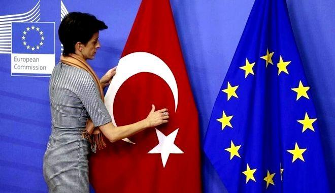 Αυστηρό μήνυμα Κομισιόν σε Τουρκία για το μπαράζ παραβιάσεων στο Αιγαίο