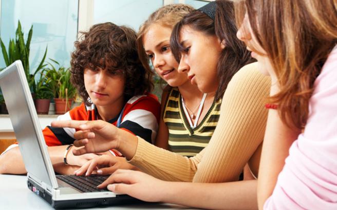 Έρευνα αποκαλύπτει τι διαβάζουν τα παιδιά στο internet