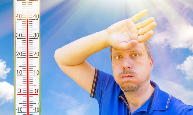 Καύσωνας – αντιμετώπιση: 4 κόλπα για μέσα στο σπίτι