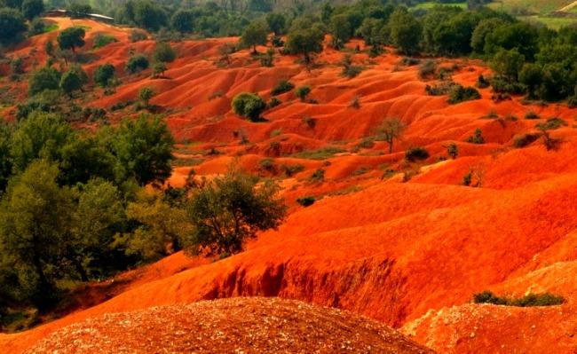 Ένα απόκοσμο κόκκινο τοπίο στην Ελλάδα