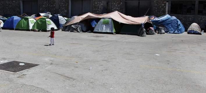 Σχεδόν 10.000 μετανάστες μένουν στις προσφυγικές δομές στο Αιγαίο