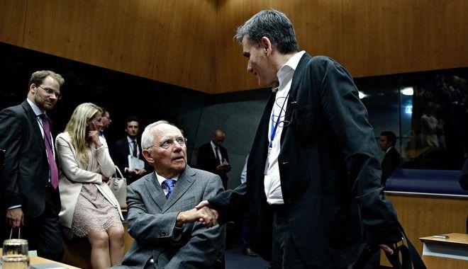 Σόιμπλε: Στόχος να ορθοποδήσει η Ελλάδα το 2018