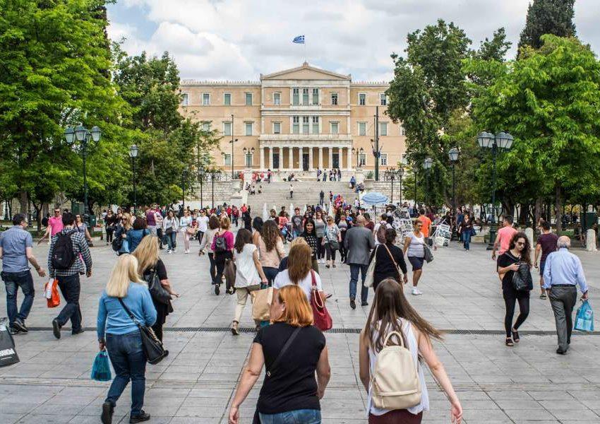 Το 50% των νέων στην Ελλάδα στηρίζονται οικονομικά στους γονείς και δεν αποταμιεύουν