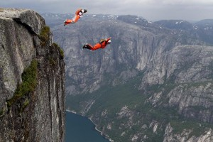 Base Jumping από τον βράχο Kjerag στη Νορβηγία