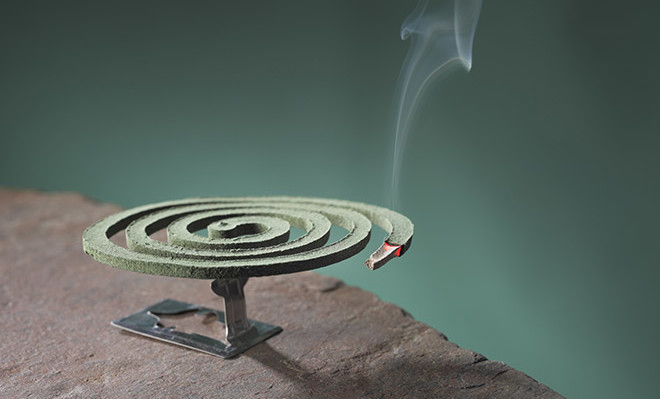 """Ο καπνός από ένα """"φιδάκι"""" για κουνούπια είναι τοξικός όσο 100 τσιγάρα"""