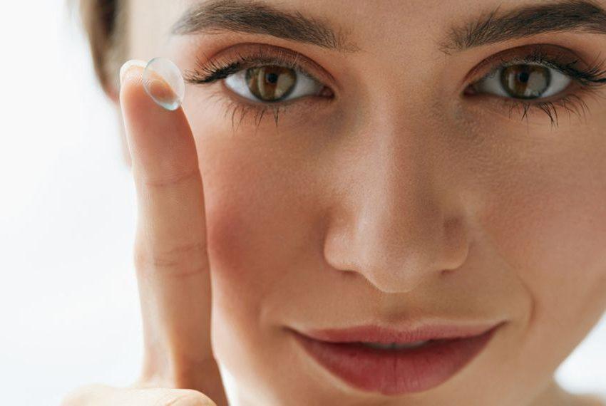 Χειρουργός αφαίρεσε 27 φακούς επαφής από το μάτι μιας γυναίκας