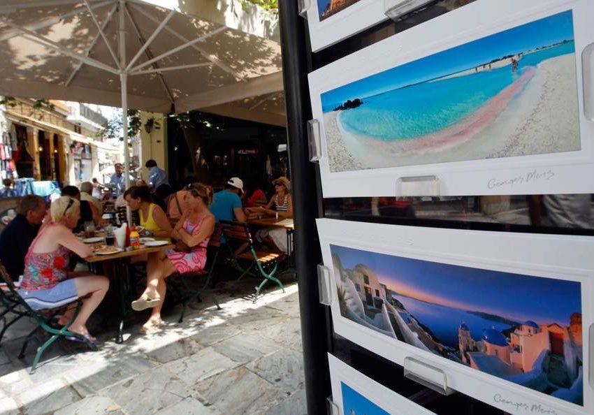 Με φορολογικές παραβάσεις επτά στους δέκα ελέγχους σε τουριστικούς προορισμούς τον Ιούλιο