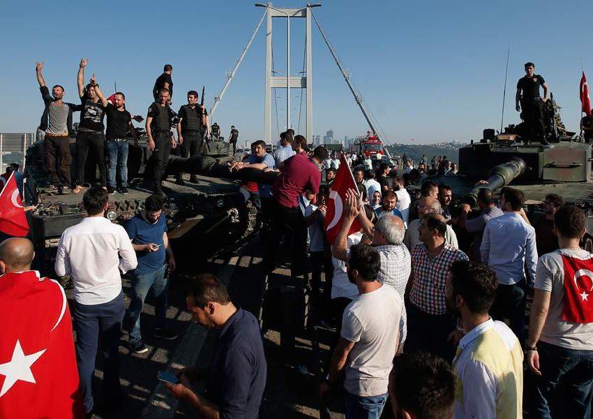 Τουρκία: Αναπάντητα ερωτήματα μετά την έρευνα για το πραξικόπημα