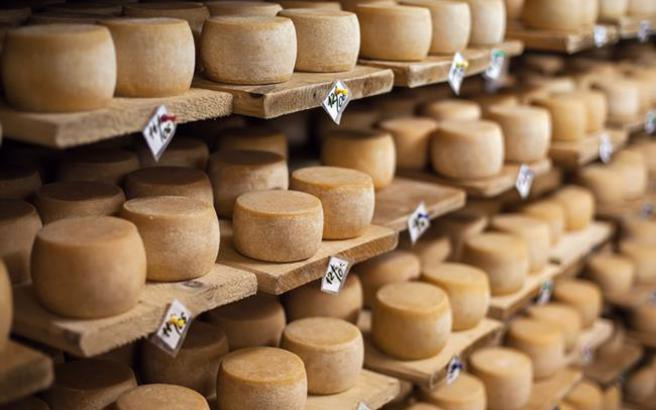 Έτσι θα παραμείνουν τα τυριά στο ψυγείο φρέσκα