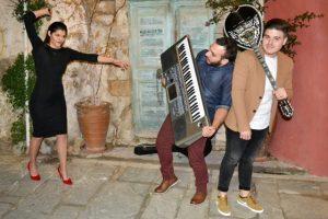 Οι «Men & η Δε» ζωντανά στο μουσικό μεζεδοπωλείο Συμπληγάδες