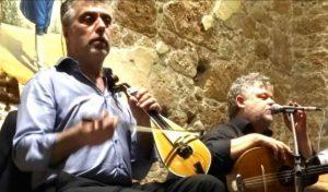 Ο Γιώργης Μανωλιούδης και ο Γιώργης Χαλκιαδάκης στην ταβέρνα Σιδεράς