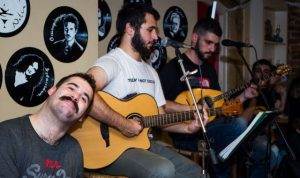 Οι «ΤΑΔΕ» στο μουσικό μεζεδοπωλείο «Συμπληγάδες»