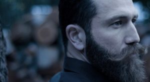 Ο Αντώνης Μαρτσάκης στο μεζεδοπωλείο «Αλλού γι' Αλλού»
